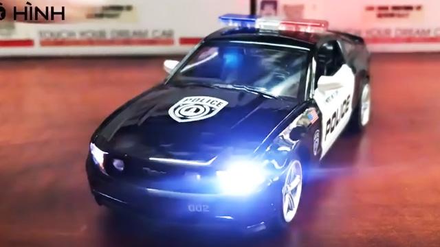 Xe cảnh sát Mỹ Ford Mustang GT